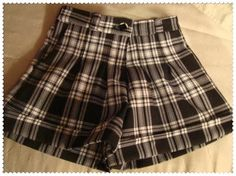 Pattern and tutorial for cuffed shorts for girls Sewing Patterns For Kids, Sewing For Kids, Clothing Patterns, Baby Sewing, Free Sewing, Sewing Ideas, Sewing Projects, Short Niña, Short Girls