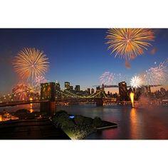 Happy 4th of July everyone! (Photo by Julienne Schaer) #fireworks #4thofjuly #fourthofjuly #DUMBO #brooklyn #brooklynbridge #manhattan #DLS #newyork #newyorkcity #NYC www.dumbolifeandstyle.com