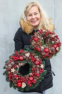 wianki ozdobne na drzwi i stoły od tenDOM.pl na Stylowi. Christmas Mood, Christmas Makes, Noel Christmas, All Things Christmas, Christmas Wreaths, Christmas Crafts, Handmade Christmas Decorations, Xmas Decorations, Holiday Decor