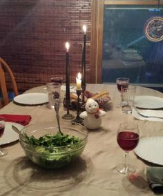 Fun ideas for Fall -- Halloween dinner by candlelight with kids! Halloween Dinner, Halloween Night, Fall Halloween, Things To Do At Home, 5 Things, Fun Activities To Do, Holiday Activities, Stem Learning, Kids Education