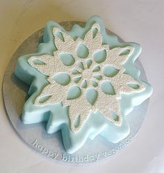 Knitted Snowflake Cake
