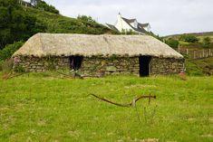 Thatched cottage on the Isle of Skye Poster - Babetts Bildergalerie Landscape Photography, Travel Photography, Scottish Fold, Scotland Travel, Land Scape, Illustration, Cottage, House Building, Travelling