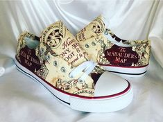 Harry Potter Marauder's Map Shoes from Shoes a Pretty Girl Then (Etsy) Harry Potter Converse, Harry Potter Shoes, Mundo Harry Potter, Harry Potter Marauders Map, Harry Potter Outfits, Harry Potter Fan Art, Harry Potter World, The Marauders, Etsy Harry Potter