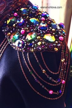 This jewelry is perfect for a wedding dress! Epaulettes hand embroidery strewn crystals Swarovski, beads (Pearl and glass), beads. Shoulder Jewelry, Shoulder Necklace, Burning Man Fashion, Burning Man Outfits, Rave Accessories, Motifs Perler, Gothic Jewelry, Mode Inspiration, Festival Outfits