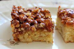 Olgas: Luksus æblekage med marcipan og et låg toscatopping (Recipe in Danish)