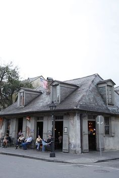 LAFITTE'S BLACKSMITH SHOP BAR, New Orleans, Louisiana. The oldest bar in the country.