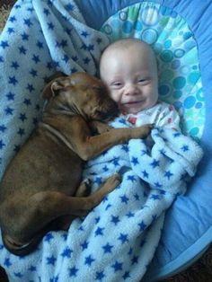 Bebé con su perrito