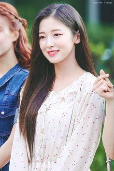 Korean Beauty, Asian Beauty, Rapper, Arin Oh My Girl, Idol, Pop Photos, Medium Hair Styles, Kpop Girls, Pretty Girls