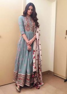 indian fashion Anarkali -- CLICK Visit link to see Mode Bollywood, Bollywood Fashion, Bollywood Anarkali Suits, Bridal Anarkali Suits, Bollywood Jewelry, Punjabi Suits, Bollywood Actress, Indian Attire, Indian Ethnic Wear