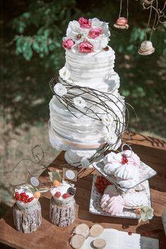 Herbstliche Vintage Hochzeitsinspiration | Friedatheres.com   Hochzeitstorte weiß