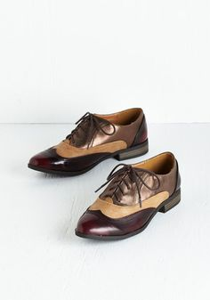These modern shoes are reminiscent of 1950s oxford shoes. The slight heel, wing tip design, high contrast colors, and lace up fronts are extremely similar to the original 1950s shoe. The style has persisted through the decades in various colors and styles. Addy Forte 4/4