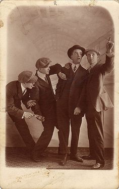 Love that these fellows even in 1910s are goofy and fun-loving. hehe Reminds me of my family then. ;)