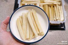김밥에 들어가는 단무지 만드는 법 봄나들이 가기 좋은 계절이에요. 이럴 때 김밥 많이 싸시죠. 저희 집은 꼭 나들이 갈 때가 아니어도 김밥은 자주 싸는 편이에요. 입 짧은 옆지기, 김밥 싸주면 밥양이 좀 늘거든..