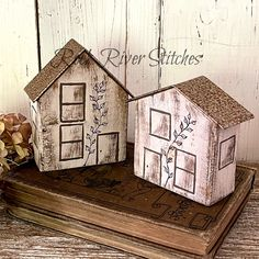 Primitive Reclaimed Wood House, Farmhouse Style, Cottage Decor, Mantel Home Decor, Shelf Sitter Rock Island, Farmhouse Style Decorating, House In The Woods, Primitives, Sofa Pillows, Cottage Style, Decorative Boxes, Shelf, Handmade Items