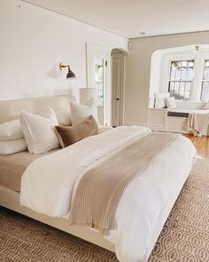 Bedroom Layouts, Room Ideas Bedroom, Dream Bedroom, Home Decor Bedroom, Guest Room Bedding Ideas, Tan Bedroom Walls, Cozy Master Bedroom Ideas, Neutral Bedroom Decor, Airy Bedroom