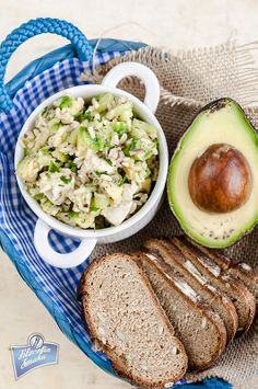 A healthy salad incorporating 2 of my favourite foods - chickpeas and avocado. Chicken Lunch Recipes, Vegetarian Recipes Easy, Soup Recipes, Cooking Recipes, Healthy Recipes, Recipies, Healthy Soup, Healthy Salads, Healthy Cooking