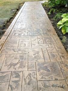 Wow check out this incredible photo - what an innovative version Stamped Concrete Walkway, Concrete Pathway, Gravel Walkway, Concrete Patio Designs, Outdoor Walkway, Brick Walkway, Concrete Projects, White Gravel, Circular Patio