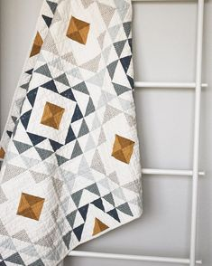 I finally finished my . I used a brushed cotton 2019 I finally finished my . I used a brushed cotton bed sheet from Target for the back and it is SO soft! The post I finally finished my . I used a brushed cotton 2019 appeared first on Quilt Decor. Quilt Baby, Colchas Quilt, Quilt Blocks, Twin Quilt, Triangles, Neutral Quilt, Grey Quilt, Do It Yourself Inspiration, Half Square Triangle Quilts