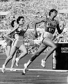 In 1960 at the summer Olympics in Rome, Wilma Rudolph became the first American woman to win three track & field medals at a single Olympic Games - they were all gold. Wilma Rudolph, American Athletes, Female Athletes, Black Gazelles, Luis Gonzaga, Olympic Athletes, Cross Country, Great Women, Summer Olympics