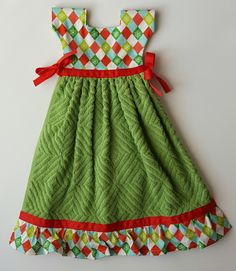 Christmas towel dress, holiday kitchen, green red towel, snowflake print, holiday towel dress, Christmas kitchen decor, holiday decor by SewSassyByApril on Etsy Dish Towel Crafts, Dish Towels, Christmas Towels, Etsy Christmas, Halloween Kitchen, Christmas Kitchen, Kitchen Towels, Kitchen Decor, Kitchen Ideas