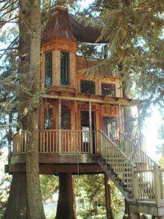 victorian tree house  Magnifique. ça ne devait pas être évident à construire.