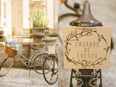 Vintage bikes wedding decor. Wedding in Portugal. www.comobranco.com @marryinportugal #comobranco