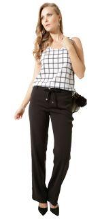 Look Trabalho <3 Seu ar é moderno e urbano  usa muito preto e branco. É decidida na compra e adora looks completos. Abusa do clássico nas camisas blusinhas e calças de alfaiataria com corte reto. É prática e discreta nos acessórios! Fica bem de salto sandálias e sapatilhas de tons neutros. Perfeito para desfilar seu charme no escritório happy hours e jantares.  Encontrei aqui vem ver! http://imaginariodamulher.com.br/look/?go=2acHzqY