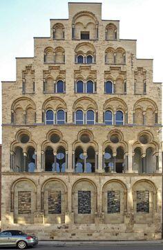 Overstolzenhaus, Köln - ältestes Patrizerhaus 1230; heute Kunsthochschule für Medien Visit Germany, Germany Travel, Carolingian, Cologne Germany, Places Of Interest, Romanesque, Europe, Building, Windows