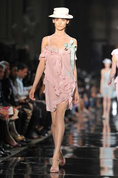 John+Galliano+Runway+Paris+Fashion+Week+Spring+dgE6lncYjaml