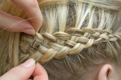 A truly great braided hairstyle looks complicated and very difficult to pull off. But Abby Pringles steps up this DIY How to French Braid article that you'll not want to miss.