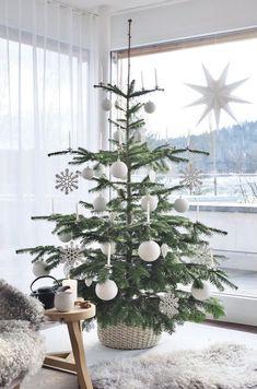 Gold Christmas Tree, Christmas Mood, Xmas Tree, All Things Christmas, Christmas Tree Decorations, Holiday Decor, Christmas Ideas, Christmas Tables, Scandinavian Christmas