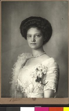 Born as the seventeenth child of the dispossessed Robert I, Duke of Parma and his second wife Infanta Maria Antonia of Portugal, Zita married the then Archduke Charles of Austria in 1911 Parma, Austria, Die Habsburger, The Dispossessed, Bourbon, Royal King, Empire, The Two Towers, Antique Pictures