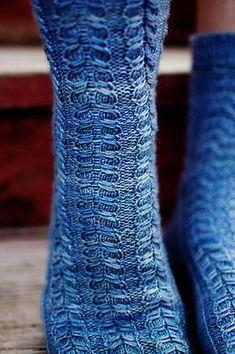 Free pattern! Ravelry: Earlybird Socks pattern by Cassandra Dominick