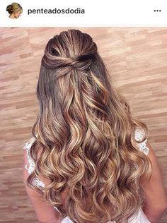 Trendy Hairstyles Long Curly Half Up Bridesmaid Hair Long Face Hairstyles, Ponytail Hairstyles, Straight Hairstyles, Bridal Hairstyles, Ponytail Updo, Simple Hairstyles, Wedding Hair And Makeup, Hair Makeup, Natural Hair Styles