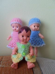 panenky Igra Doll Clothes Patterns, Clothing Patterns, Crochet Clothes, Crochet Hats, Plastic Doll, Little Doll, Knitted Dolls, Barbie, Miniatures
