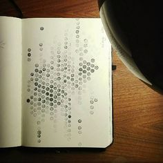 [mustermittwoch] Bei Frau @muellerin_art gibt es mittwochs immer Mustergültiges. In diesem Monat sehr spannend mit dem Thema #markmaking Ich liebe Punkte. Stifte sowieso. Und wenn sie an einem Ende noch mit einem Radiergummi bestückt sind , sind sie ideal für #Muster #pattern #mustermittwoch #becreative #creativity #nozdesign