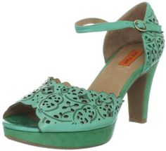 These look so much like vintage shoes I can't believe they're modern. And I love that mint green color