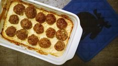 Z mięsa mielonego można przygotować wiele rzeczy. Arabskie pulpety, lekko pikantne, z gęstym sosem tahini, to doskonały obiad na ciepło.