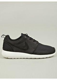 Black Roshe Run Woven Sneakers