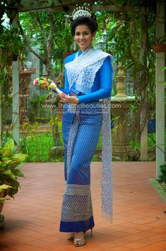 All beautiful things about Thailand Thai Traditional Dress, Traditional Outfits, Thai Dress, Folk Costume, Formal Dresses, Wedding Dresses, Silk Dress, Thailand, Saree