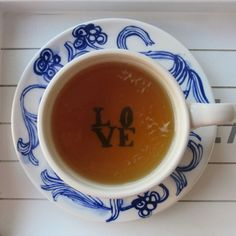 A study published in the European Journal of Applied Physiology discovered that the smell of jasmine tea decreases heart rate and produces a calm mood. 24 participants where included in this study. Source: http://www.ncbi.nlm.nih.gov/pubmed/15976995