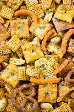 Buffalo Ranch Chex Mix Buffalo Ranch Chex Mix – The BEST snack mix made with cheese crackers, nuts, pretzels, and chex cereal. Tossed in buffalo sauce with ranch seasoning. Fall Snack Mixes, Snack Mix Recipes, Fall Snacks, Cereal Recipes, Chex Recipes, Recipies, Fall Treats, Party Recipes, Cookie Recipes