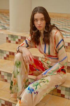 Silvia Tcherassi Resort 2019 Fashion Show Collection: See the complete Silvia Tcherassi Resort 2019 collection. Look 4 Vogue Fashion, Fashion News, Fashion Models, Fashion Show, Fashion Design, Fashion Trends, Fashion Online, Older Women Fashion, Trendy Fashion