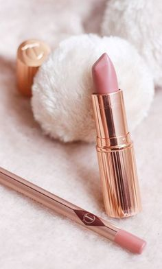 The Charlotte Tilbury Pillow Talk Lipstick