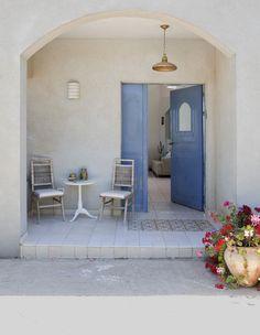 Greek influenced house in Israel Home Office Design, Interior Design Kitchen, House Design, Yoga Studio Design, Mediterranean Home Decor, Desert Homes, House Entrance, House Front, Coastal Living