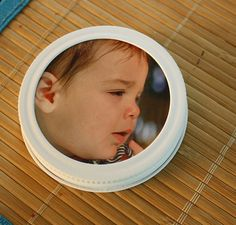 Got some mason jar lids with no jars to go with them? Here's how to make a picture frame from those old, rusty lids!