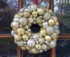 Corona de Navidad en dorado