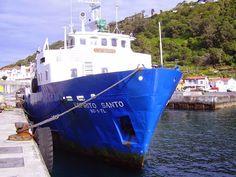 PORTO DA CALHETA: Navio Espírito Santo no Porto da Calheta