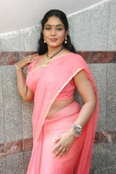 Indian Aunty Poses Sexy In Desi Attire(Glamours & Non -Nude)