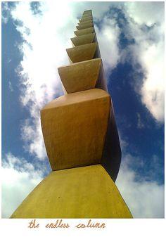 The Endless Column Constantin Brincusi Tirgu Jiu Romania Brancusi Sculpture, Plaster Sculpture, Abstract Sculpture, Sculpture Art, Constantin Brancusi, Installation Architecture, Visit Romania, Urban Art, Amazing Art